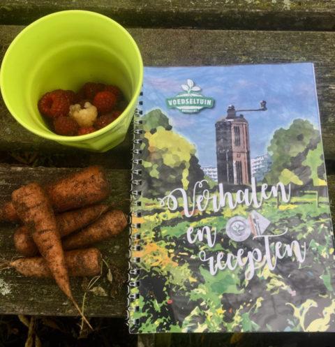 Uitreiking verhalen- en receptenboekje